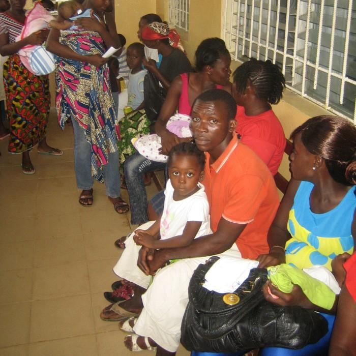 Patienten warten in der New Community Clinic