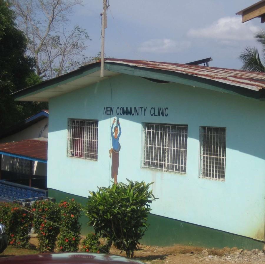 Die türkisfarbene New Community Clinic von außen